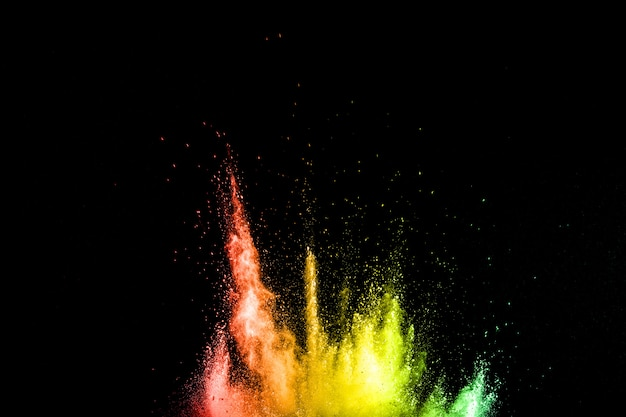 Explosion colorée pour la poudre happy holi.