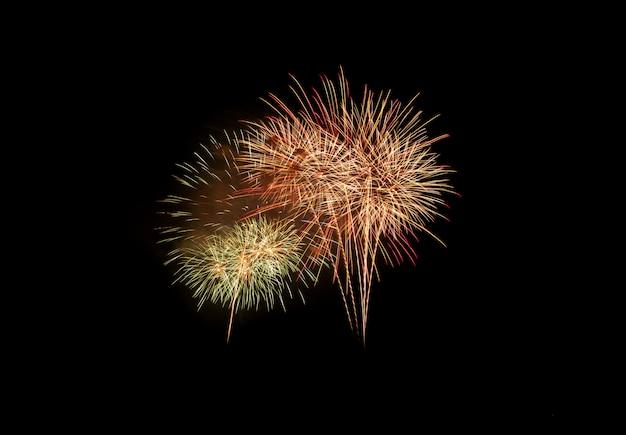 Explosion de feux d'artifice colorés dans le festival annuel