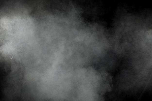 Explosion de poudre blanche abstraite sur fond noir