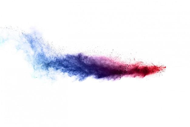 Explosion de poudre colorée sur blanc. nuage coloré.