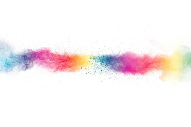 Explosion de poudre colorée sur fond blanc. éclaboussures de particules de poussière de couleur pastel.