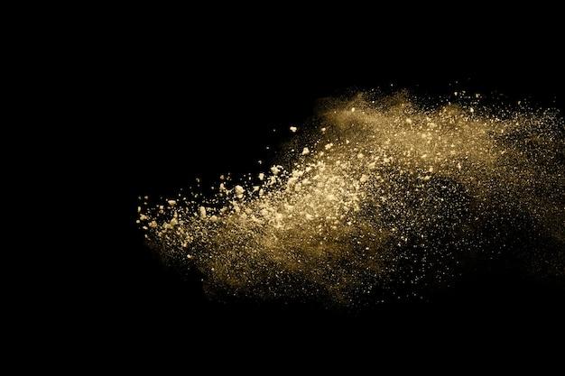 Explosion de poudre dorée sur fond noir