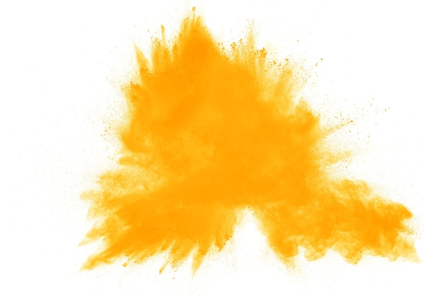 Explosion de poudre jaune sur fond blanc