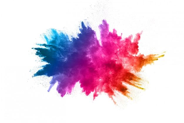 Explosion de poudre multicolore sur fond blanc