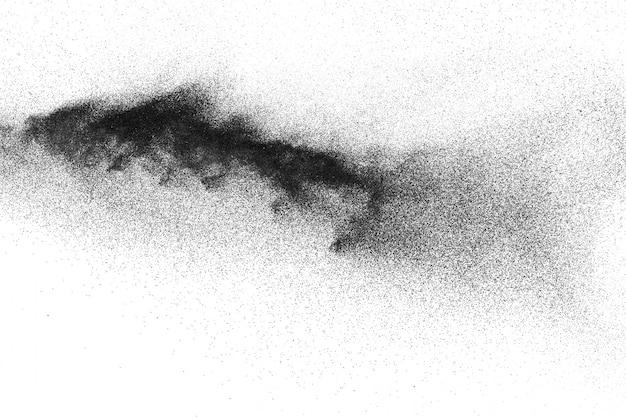 Explosion de poudre noire sur fond blanc.