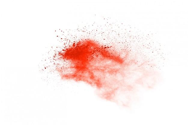 Explosion de poudre orange abstraite sur fond blanc