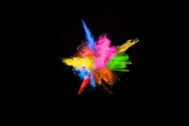 Explosion de poussière colorée abstraite sur fond noir