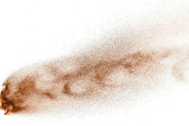 Explosion de sable de rivière à sec. éclaboussure de sable de couleur marron