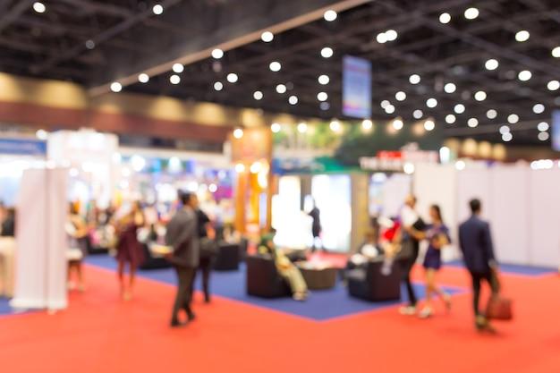Exposition abstraite événement floue avec fond de gens, concept de spectacle convention d'affaires.