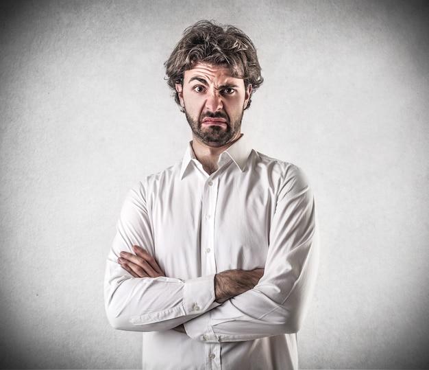 Expression dégoûtée en colère