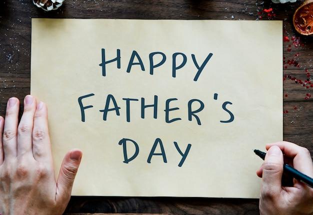 Expression de la fête des pères heureux sur un papier jaune