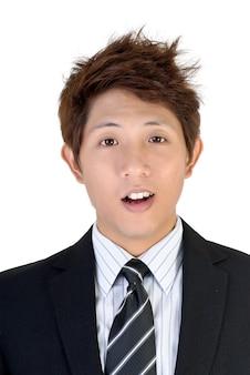 Expression surprise sur le jeune cadre asiatique, portrait agrandi.