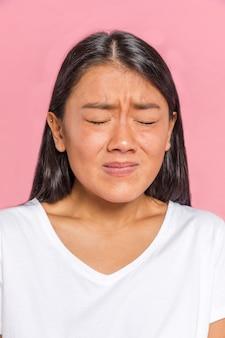 Expression de visage de femme montrant la peur