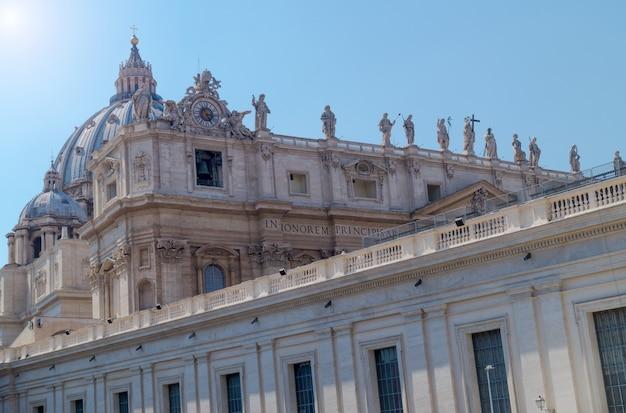 Extérieur de la basilique saint-pierre à rome