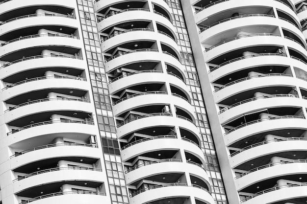 Extérieur du bâtiment avec motif de balcon fenêtre