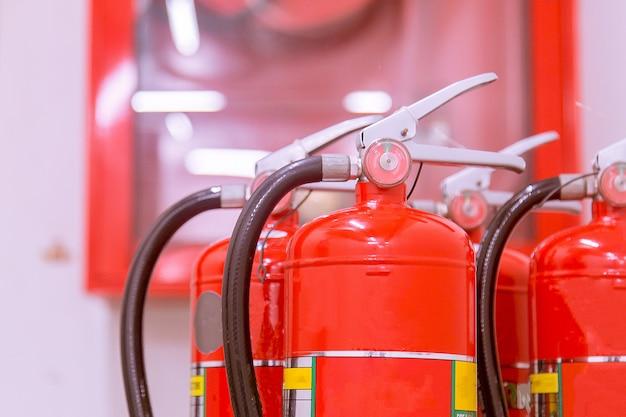 Extincteurs disponibles en cas d'incendie.
