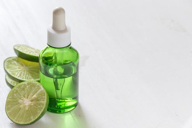 Extrait de chaux de vitamine c pour le traitement et les remèdes de la peau, produit à base d'huile essentielle d'acné et de points noirs, produits de beauté naturels et biologiques