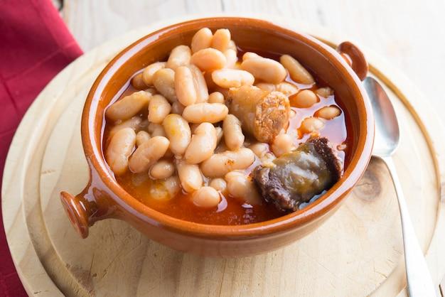 Fabada asturiana cuisine typique espagnol