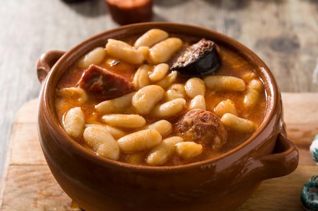 Fabada asturiana espagnole typique en mijoteuse