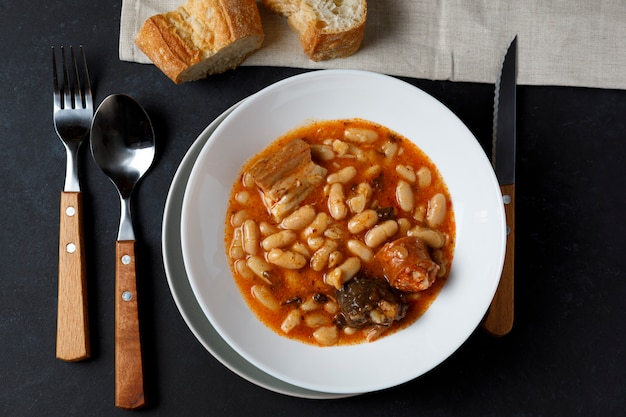 Fabada asturiana, haricots cuits.