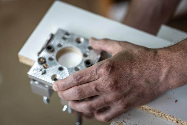 Fabricant de meubles universel, outil de perçage de précision professionnel.