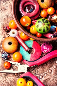 Fabrication de bijouterie de perles de couleur