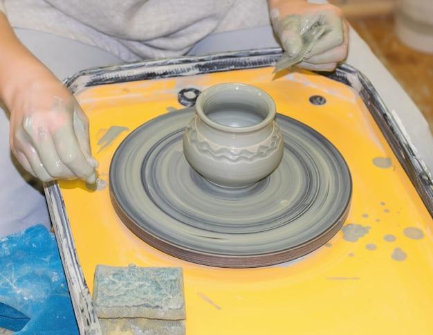 Fabrication cruche d'argile