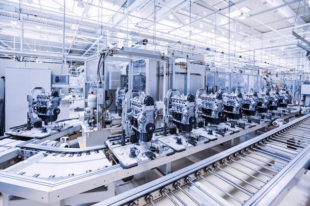 Fabrication de moteur de voiture dans une usine automobile