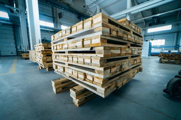 Fabrication de palettes en bois sur panneau sandwich