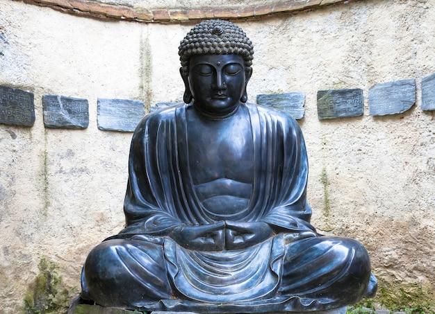 Fabriqué en bronze, vers 1860, position de méditation. utile pour les concepts liés à la concentration.