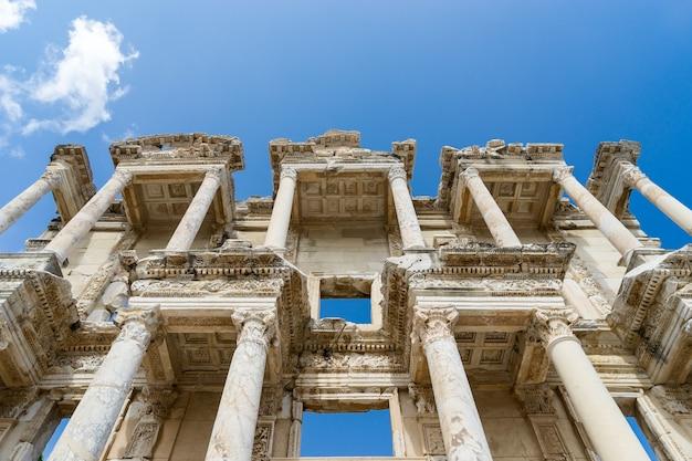 Façade de l'ancienne bibliothèque celsius à ephèse, turquie