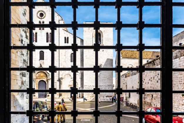 Façade de la basilique mineure de san nicolas de bari.