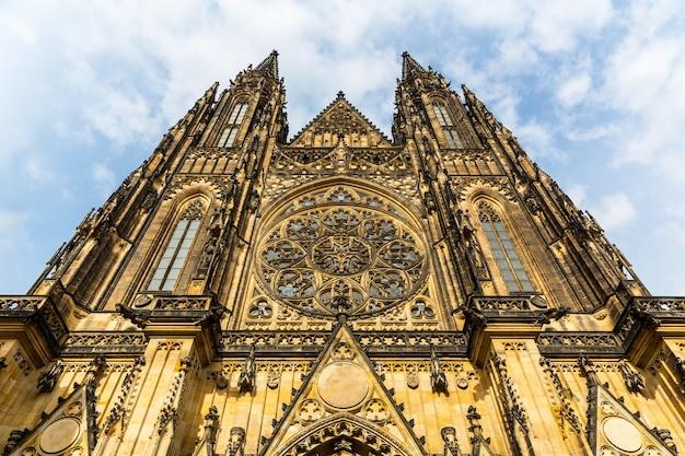 Façade de la cathédrale saint-guy, prague, république tchèque,