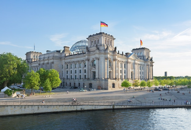 Façade du bâtiment du reichstag (gouvernement allemand) à berlin, allemagne