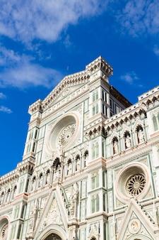 Façade de l'église cathédrale santa maria del fiore, florence, italie