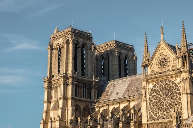 Façade de notre dame de paris, cathédrale médiévale (église) à paris, france.