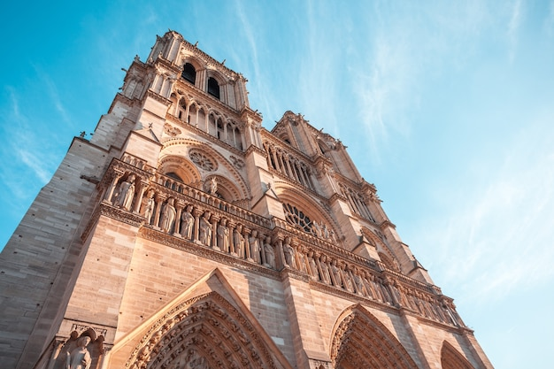 Façade de notre dame de paris, cathédrale médiévale de paris, france.