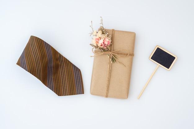 Façade vue maison bricolage emballé boîtes à cadeaux