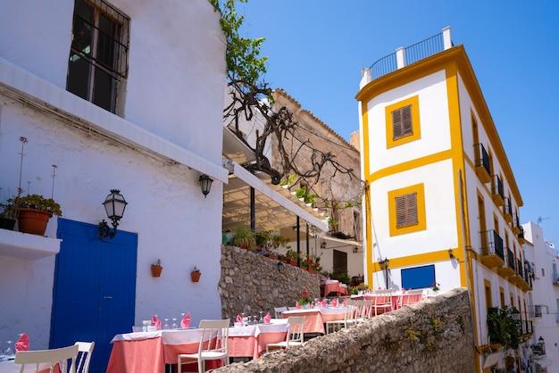 Façades du centre-ville de dalt vila à ibiza eivissa