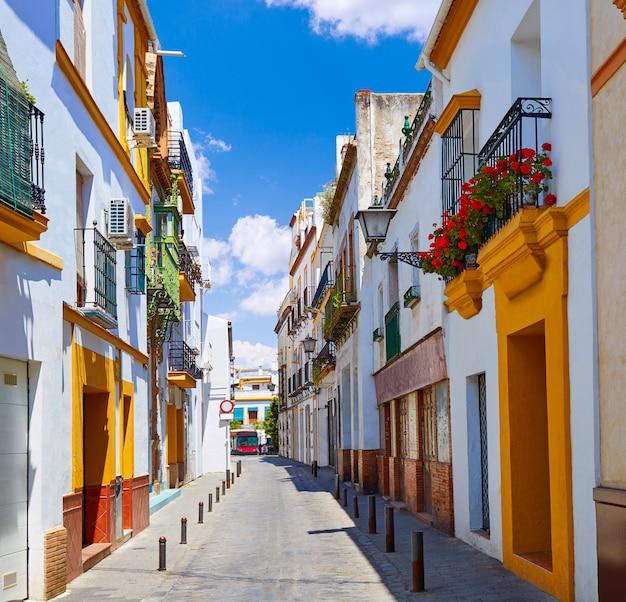 Façades du quartier de triana à séville andalousie espagne