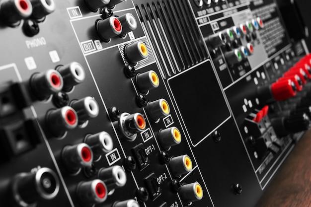 Face Arrière De L'amplificateur Du Récepteur Av Photo Premium