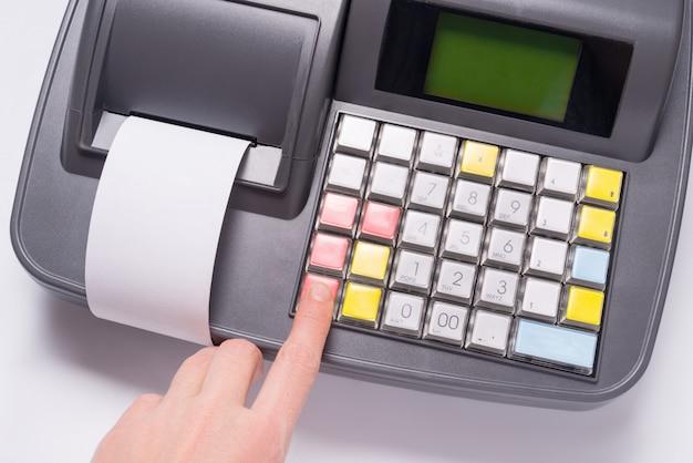 Facture papier vierge dans la machine de caisse électronique