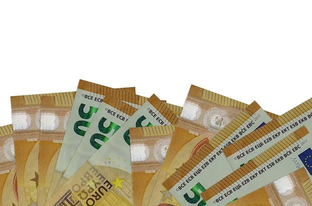 Les factures de 50 euros se trouvent sur la face inférieure de l'écran isolé sur un mur blanc avec espace de copie.