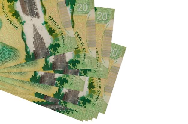 Les factures en dollars canadiens se trouvent en petit groupe ou pack isolated on white