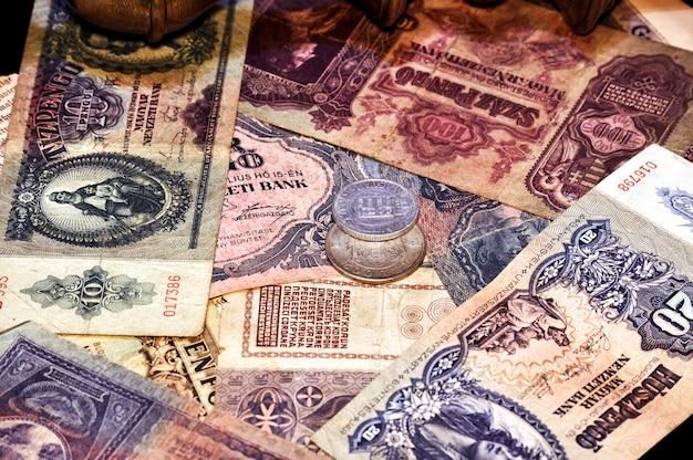 Les factures et les pièces de monnaie