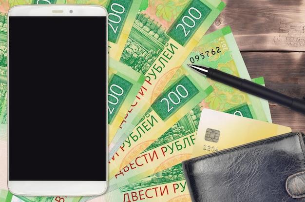 Factures de roubles russes et smartphone avec sac à main et carte de crédit