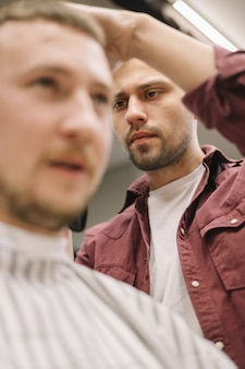 Faible angle de concept de salon de coiffure
