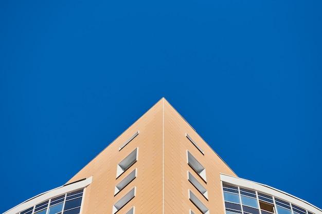 Faible angle du bâtiment à plusieurs étages