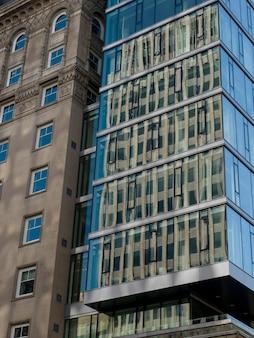 Faible angle de vue des bâtiments, golden square mile, montréal, québec, canada