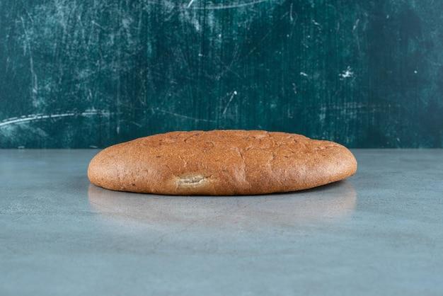 Faire brunir du pain délicieux sur du marbre.